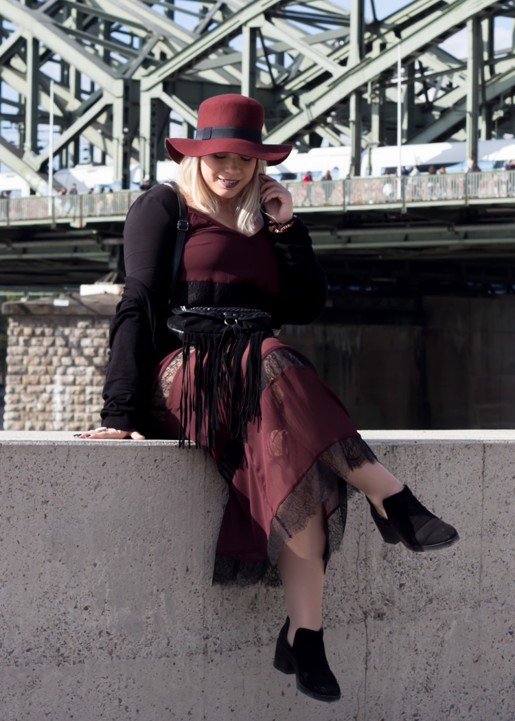 missesviolet-fashion-outfits-fashionkarussell-herbstlook-mit-lacedress-7