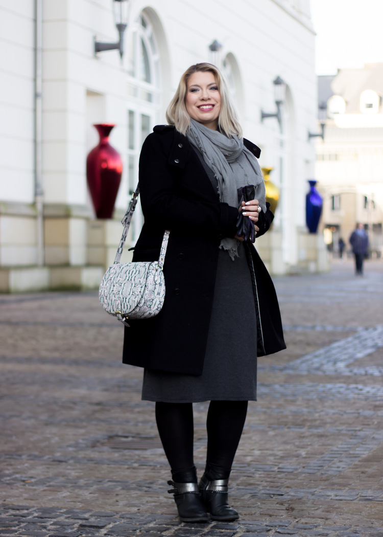 missesviolet-fashionkarussell-xmas-outfit-classic-grey-and-black-mit-codello-accessoires-2