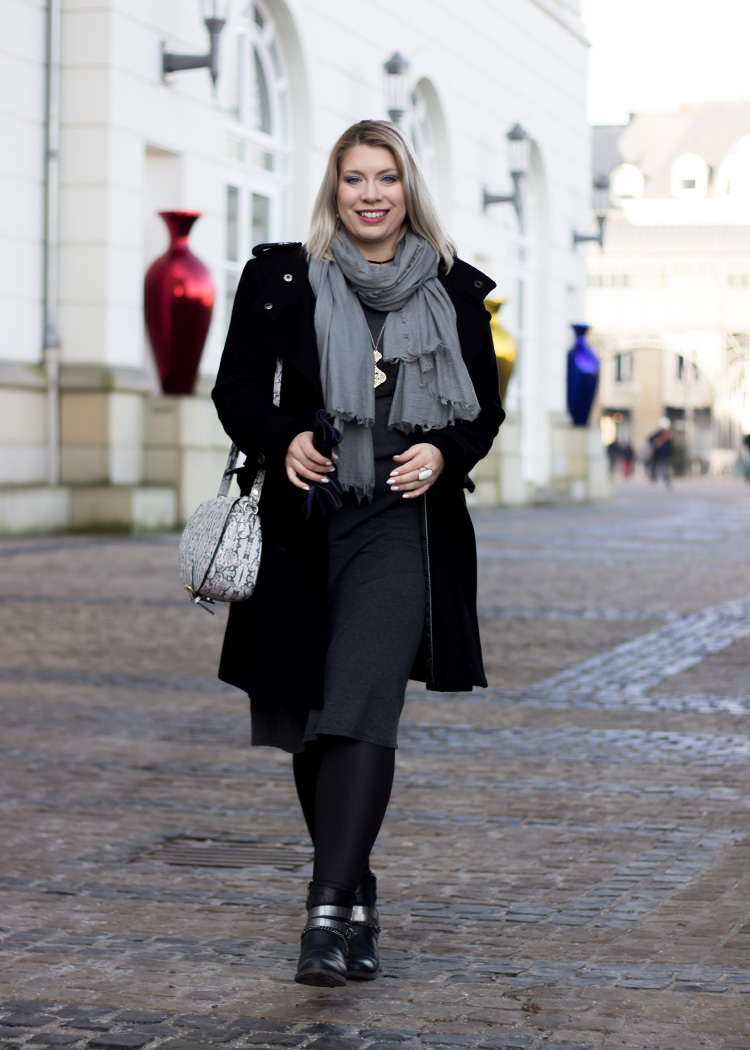 missesviolet-fashionkarussell-xmas-outfit-classic-grey-and-black-mit-codello-accessoires-4
