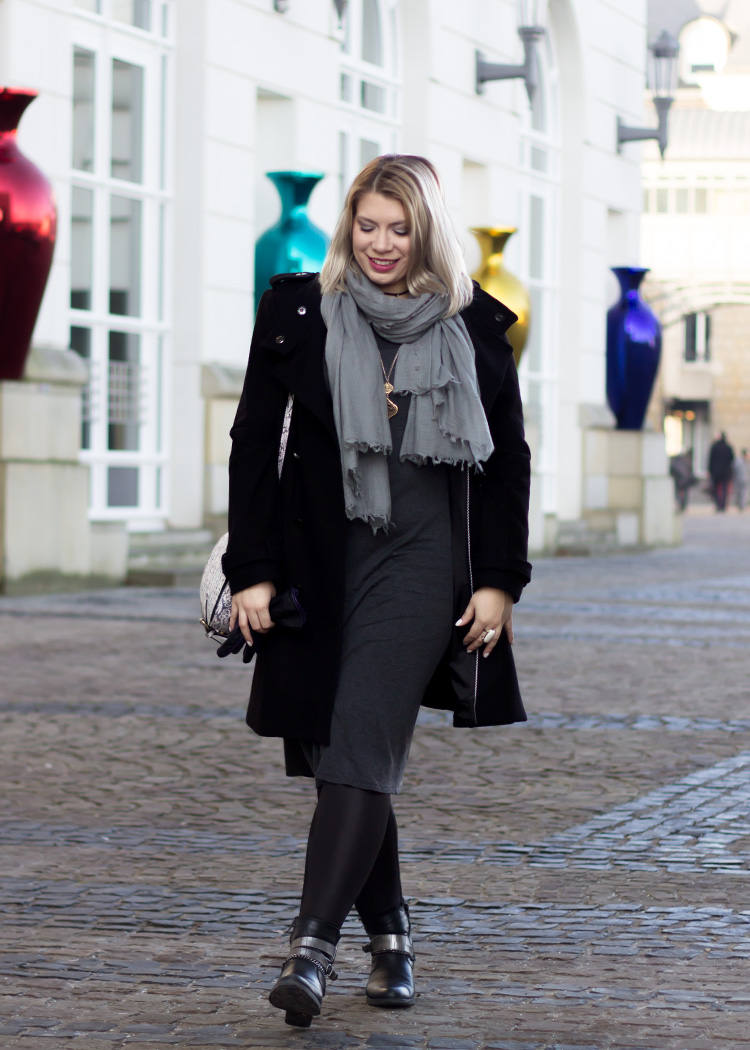 missesviolet-fashionkarussell-xmas-outfit-classic-grey-and-black-mit-codello-accessoires-6