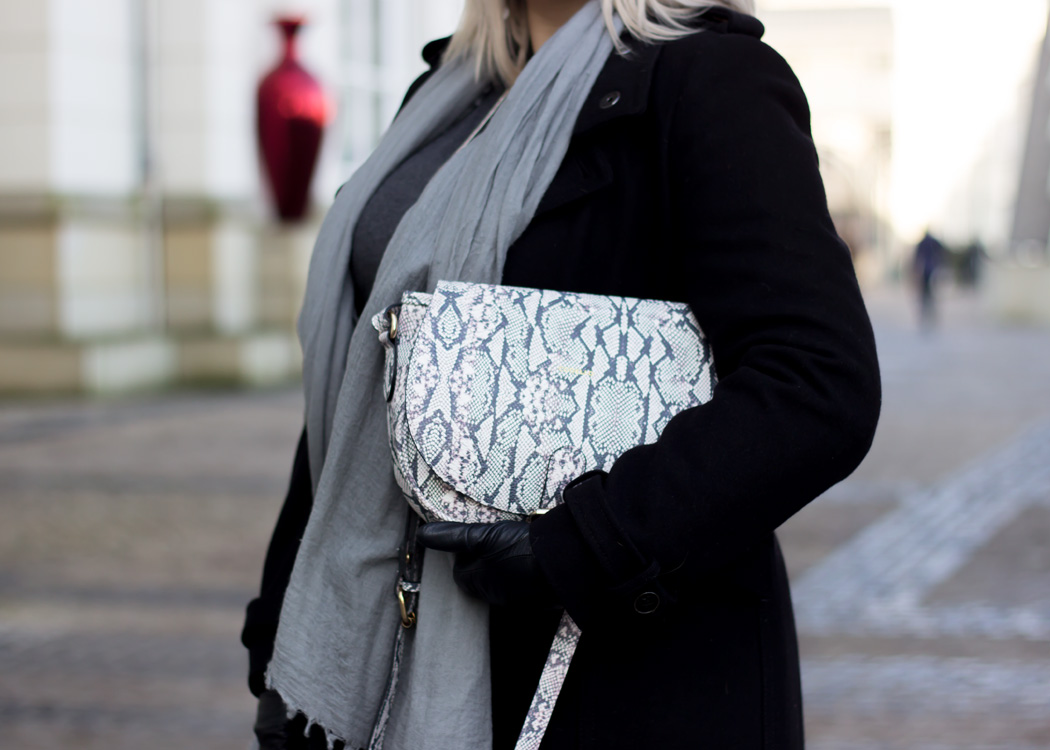 missesviolet-fashionkarussell-xmas-outfit-classic-grey-and-black-mit-codello-accessoires-8