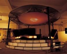 創作《Musical Wheel》時,Kingsley 直接住在工廠。Image courtesy of the artist and Osage Gallery