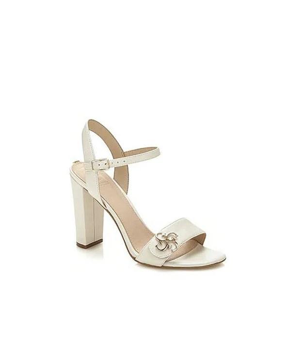 GUESS Schuhe | Missforty