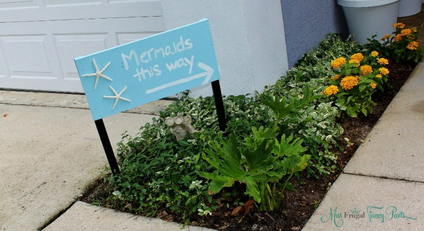 Little Mermaid Under the Sea 1st Birthday Party Entryway Mermaid Sign | missfrugalfancypants.com
