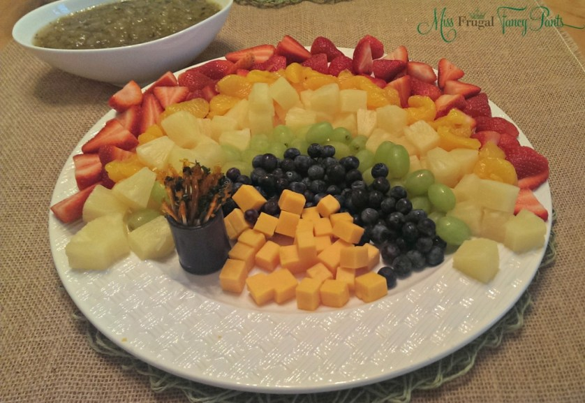 St. Patrick's Day Rainbow Fruit Display | missfrugalfancypants.com