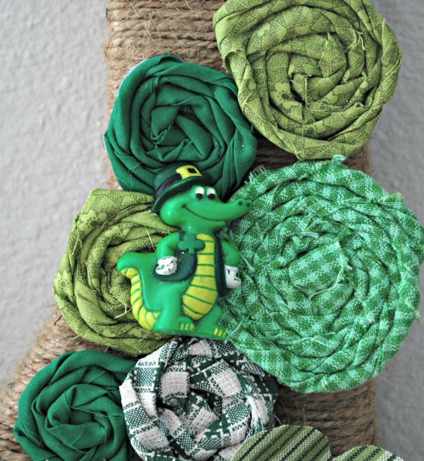 St. Patricks Day Initial Wreath Gator | missfrugalfancypants.com