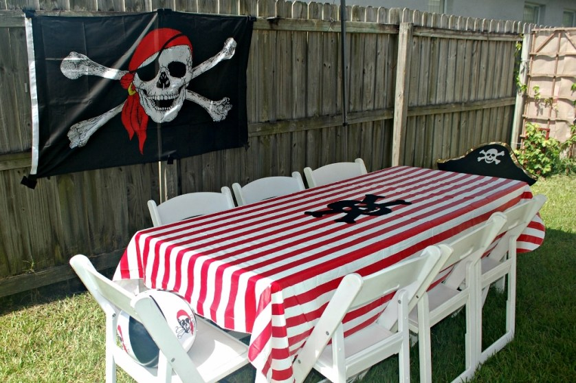 Outdoor Pirate Party | missfrugalfancypants.com