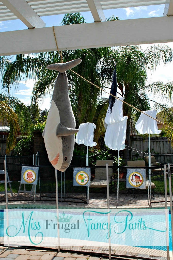 Pirate Pool Party DIY Pirate Ship | missfrugalfancypants.com