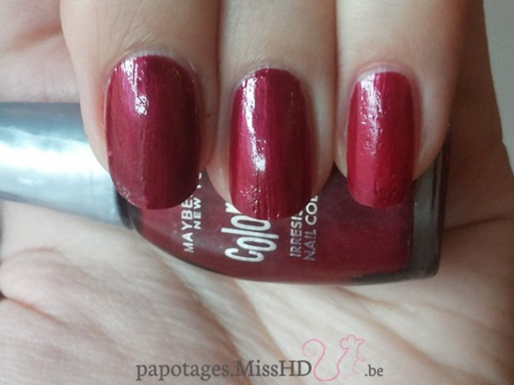 Colorama Irresistible nail color (rouge) de Maybelline: 3 couches - 2 couches - 1 couche