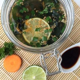 frische Suppe im Glas selbst gemacht zum Mitnehmen
