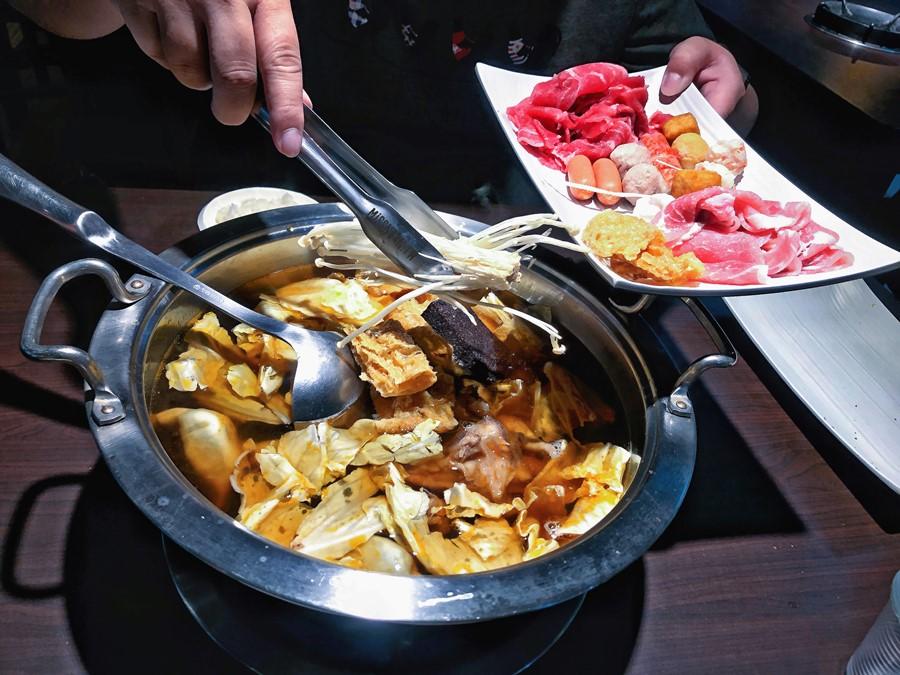 台中南區美食【大鍋羊肉】只要369元就能吃到飽!是羊肉爐又是火鍋!忠孝路夜市四季溫補好選擇!