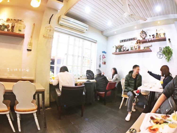 台中西區美食 溫馨小屋 向上市場早午餐 鄉村風格裝潢 用起餐來好放鬆舒適 簡餐 鐵板小火鍋 輕食 蓋飯
