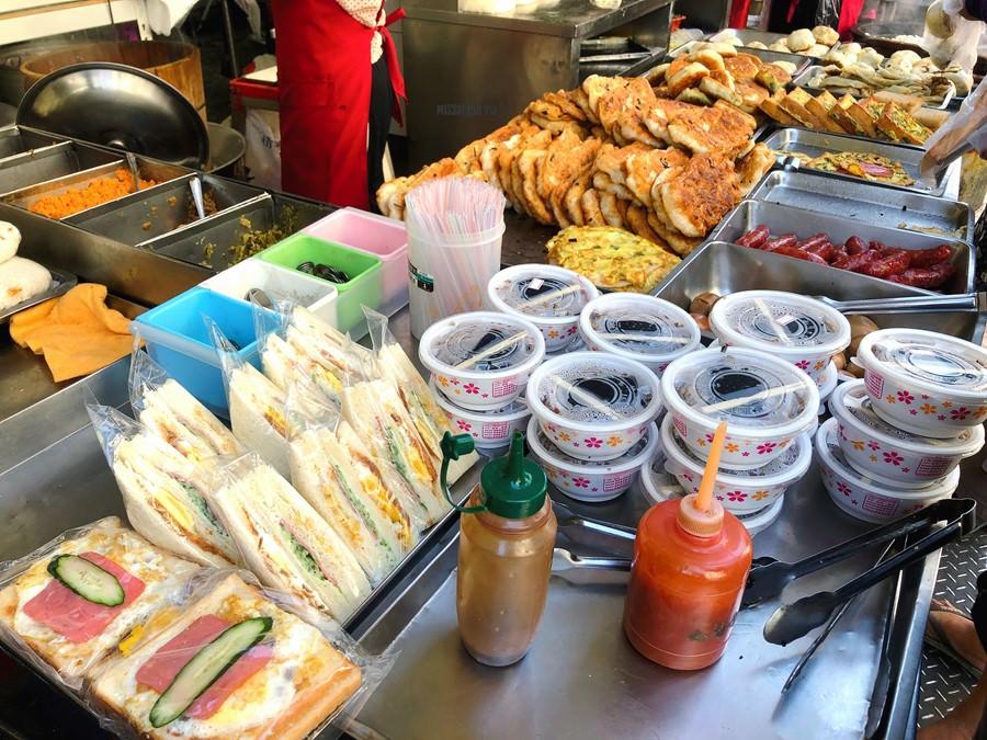 台中西區美食【樂群早餐店】第五市場老字號傳統早餐!銅板價小吃!俗擱大碗~超平價!好便宜!