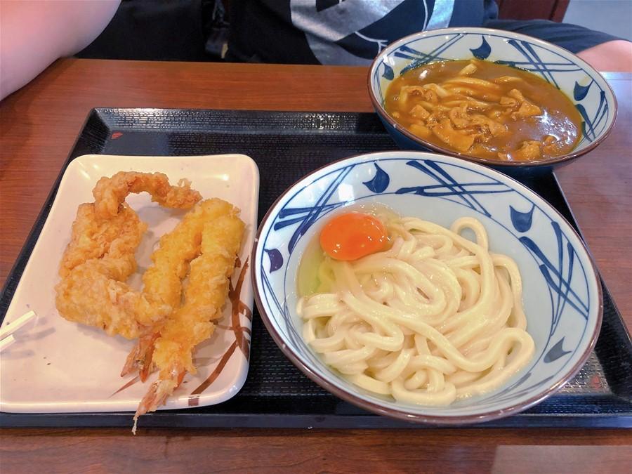 沖繩連鎖美食【丸亀製麺/美里店】中/英/韓菜單都有!免費停車場!半自助式用餐!