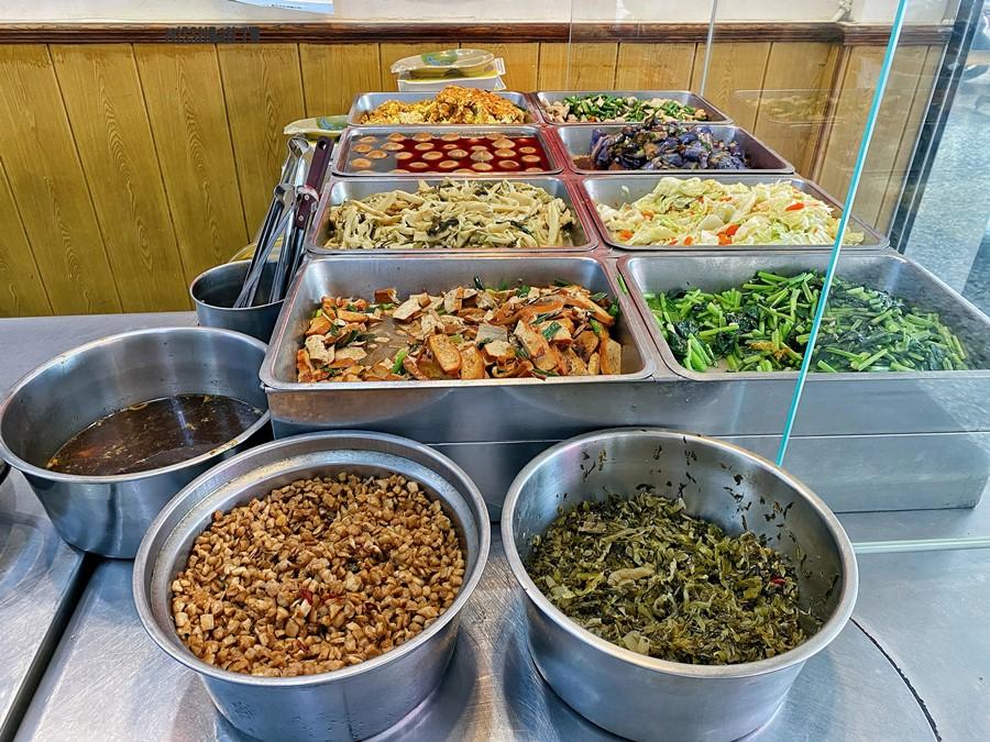 台中太平美食【番仔路豬腳大王】30年老店滋味!堅持絕不添加味素!鮮蝦大餛飩也頗厲害喔!