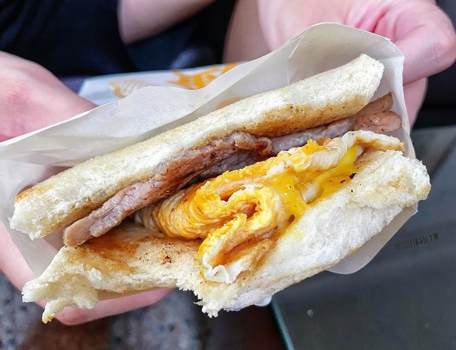 台中太平美食【炭騷超營養烤吐司/紅茶牛乳】樹孝商圈的肉蛋土司!從早餐一路吃到午餐!居然還有賣高大鮮乳喔!