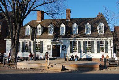 Здание старой таверны в Вильямсбурге, Вирджиния в стиле Georgian. Источник https://designergirlee.wordpress.com