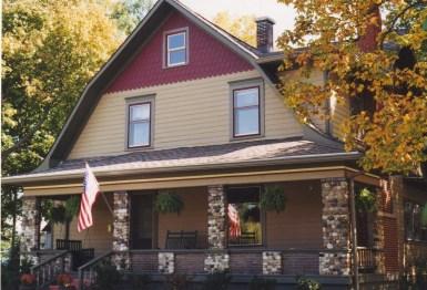 Дом в стиле Dutch Colonial Bungalow. Источник historichousecolors.com