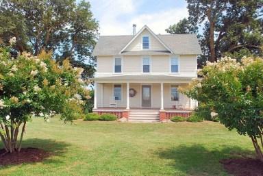 Американский фермерский дом в стиле Farmhouse. Построен в 1921 году в штате Вирджиния. Источник http://www.oldhouses.com