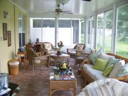 Интерьер Florida room или Sunroom в доме во Флориде. Источник www.ronlaluminum.com