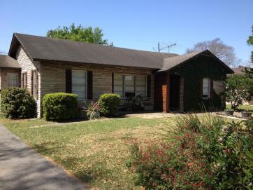 Дом в стиле Ranch (ранчо) в пригороде Хьюстона, штат Техас. Источник houstonarea.har.com