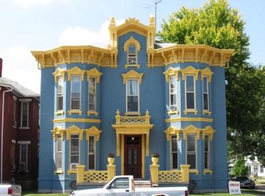 Дом в стиле Italianate с ярким экстерьером. Источник https://www.flickr.com/photos/38167147@N02