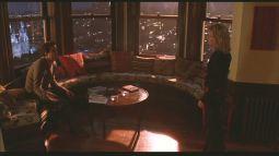 Фильм Just Like Have (Между небом и землей). Дом, в котором располагалась квартира главной героини построен в викторианском стиле. У квартиры есть очень красивый эркер «в башенке». Источник https://www.pinterest.com/luciamoller/just-like-heaven-house/
