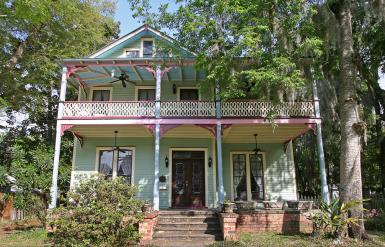 Дом в стиле Florida Vernacular. Построен в городке Palatka, штат Флорида, в 1885 году. Источник https://www.flickr.com/photos/blackdoll