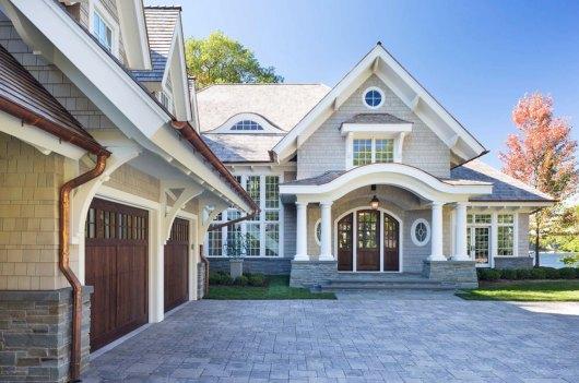 Shingle style house