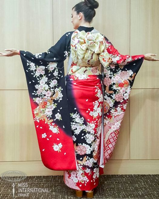 Miss international France kimono