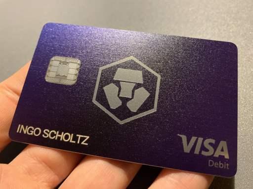Crypto.com Kreditkarten Foto v3 - Kostenlose Aktiensparpläne