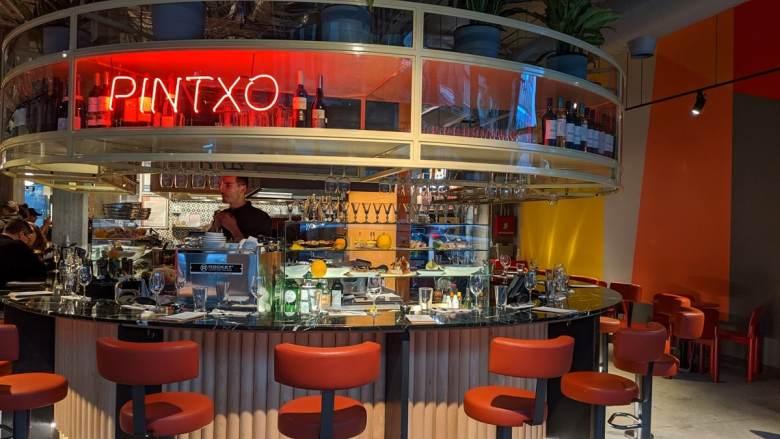 Le bar basque, espagnol Pintxo dans son nouveau loacal