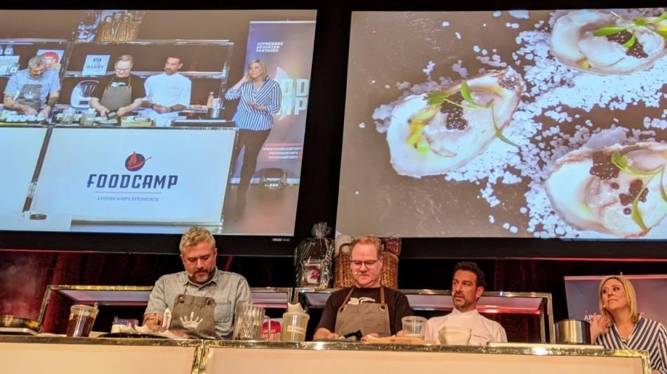 Martin Juneau et Stéphane Gadbois sur scène au FoodCampd de Québec 2020