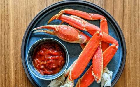 crabe des neige et sauce cocktail