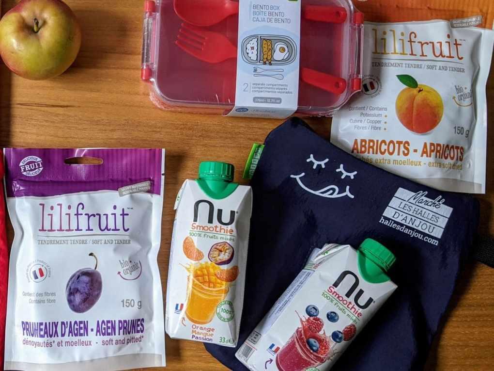 Collations Smoothie et fruits séchés avec une boite Bento Box  pour des lunchs de la rentrée scolaire