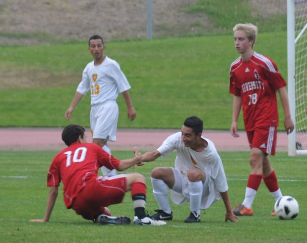 Players help each other out after they get tangled.