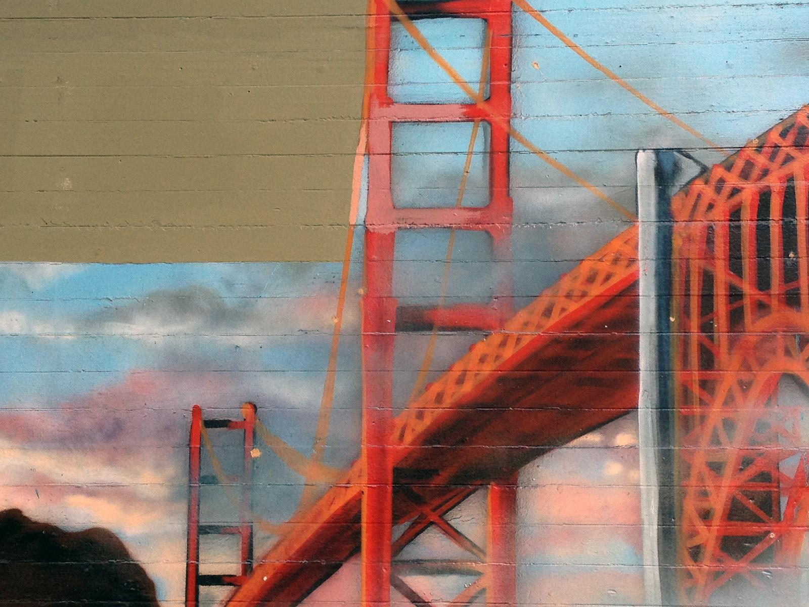 A mural of the Golden Gate Bridge off of Folsom Street.