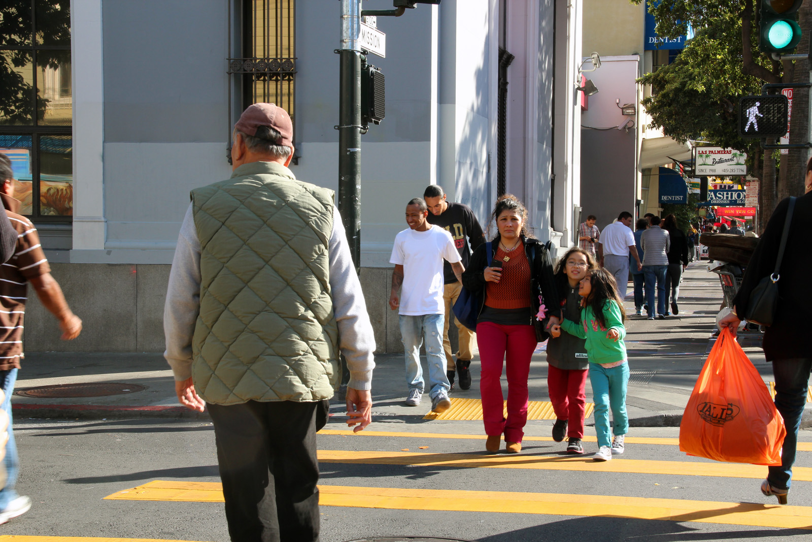 The busy intersection of Mission and 21st St.