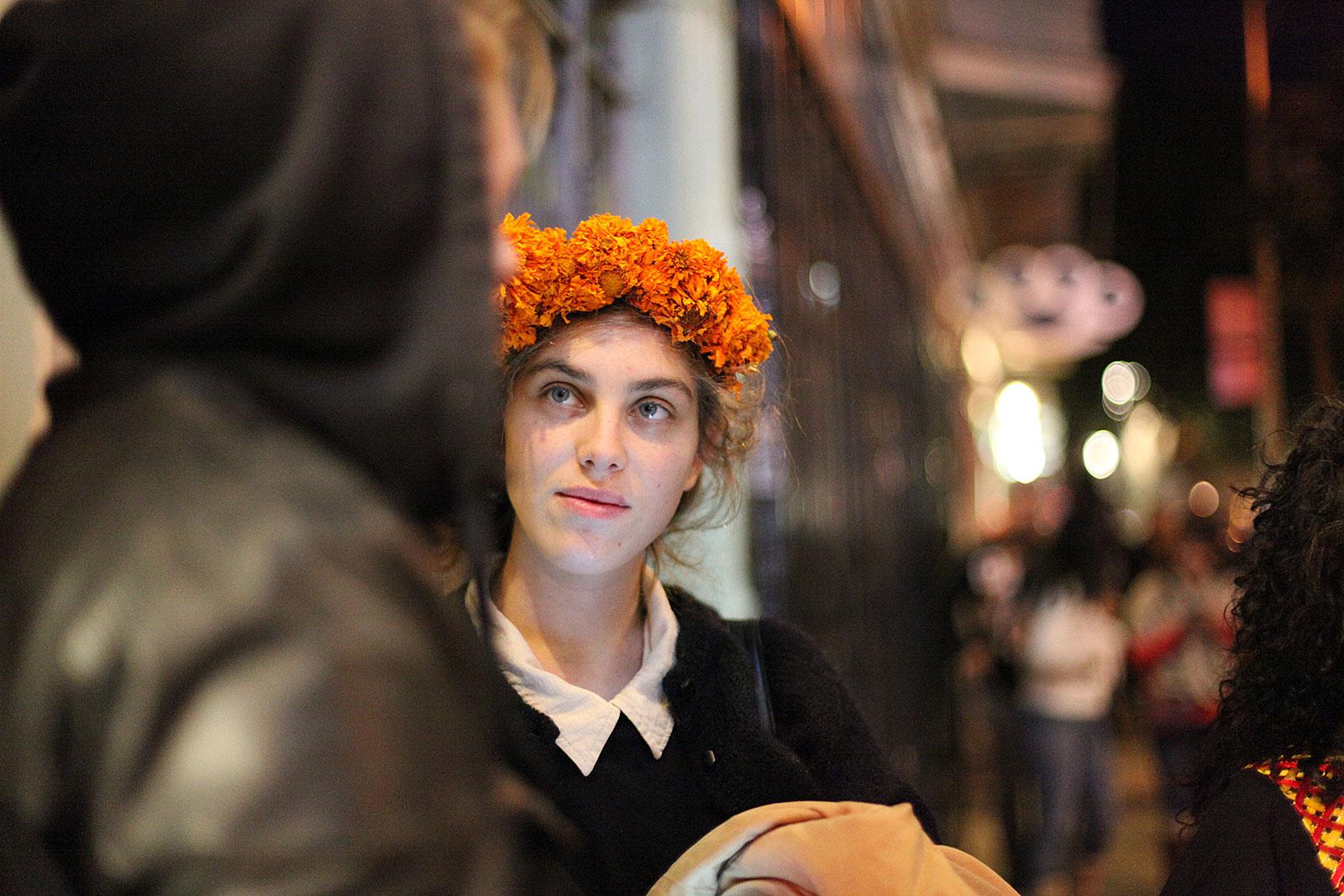 A woman in makeup on 24th Street. Photo by Hélène Goupil