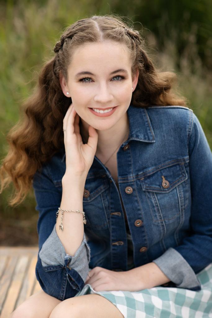 cedar rapids high school senior girl outside