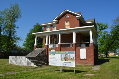 Photo of Mound Bayou Montgomery House in 2016