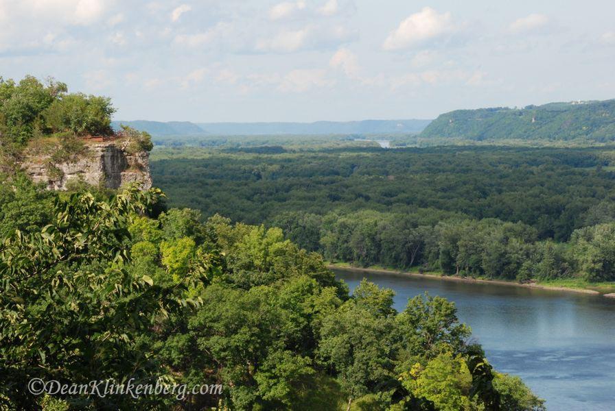 Hanging Rock; Effigy Mounds National Monument, IA