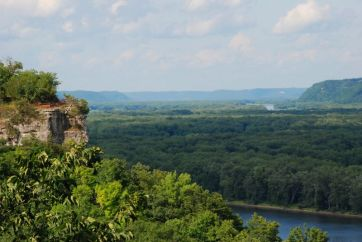 Hanging Rock; Effigy Mounds National Monument