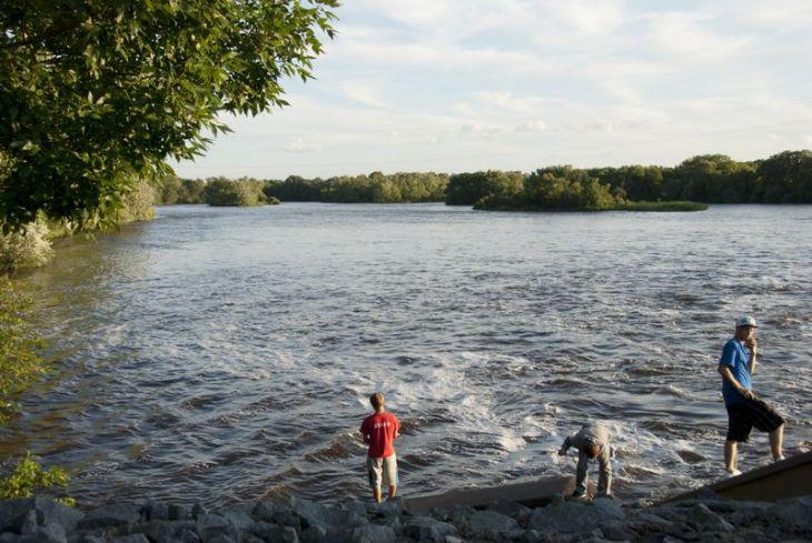tn_Mississippi River at River Mile 926-04 St. Cloud Riverside park