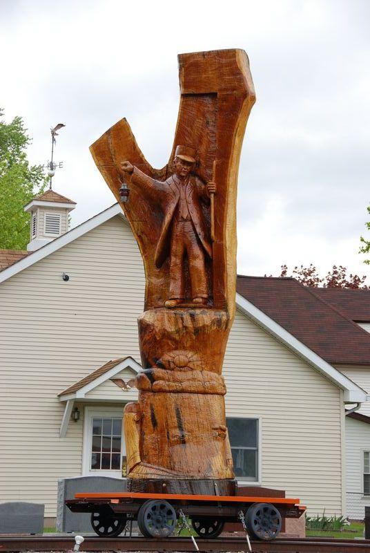 Trainman sculpture; Savanna, IL