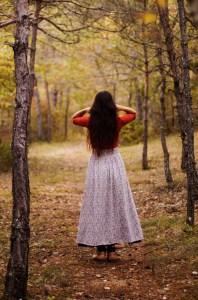 Lucie Braillon, créatrice de la l'atelier de La lettre aux ours, missive to bears, artisanat français et écologique en normandie, décoration d'intérieur, nature, folk, forêt