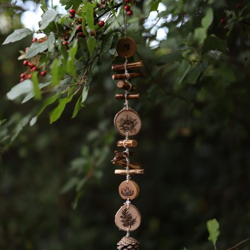 chapelet de nature, suspension, bois, naturel, shaman, spirituel, artisanat écologique français, atelier de la lettre aux ours, missive to bears