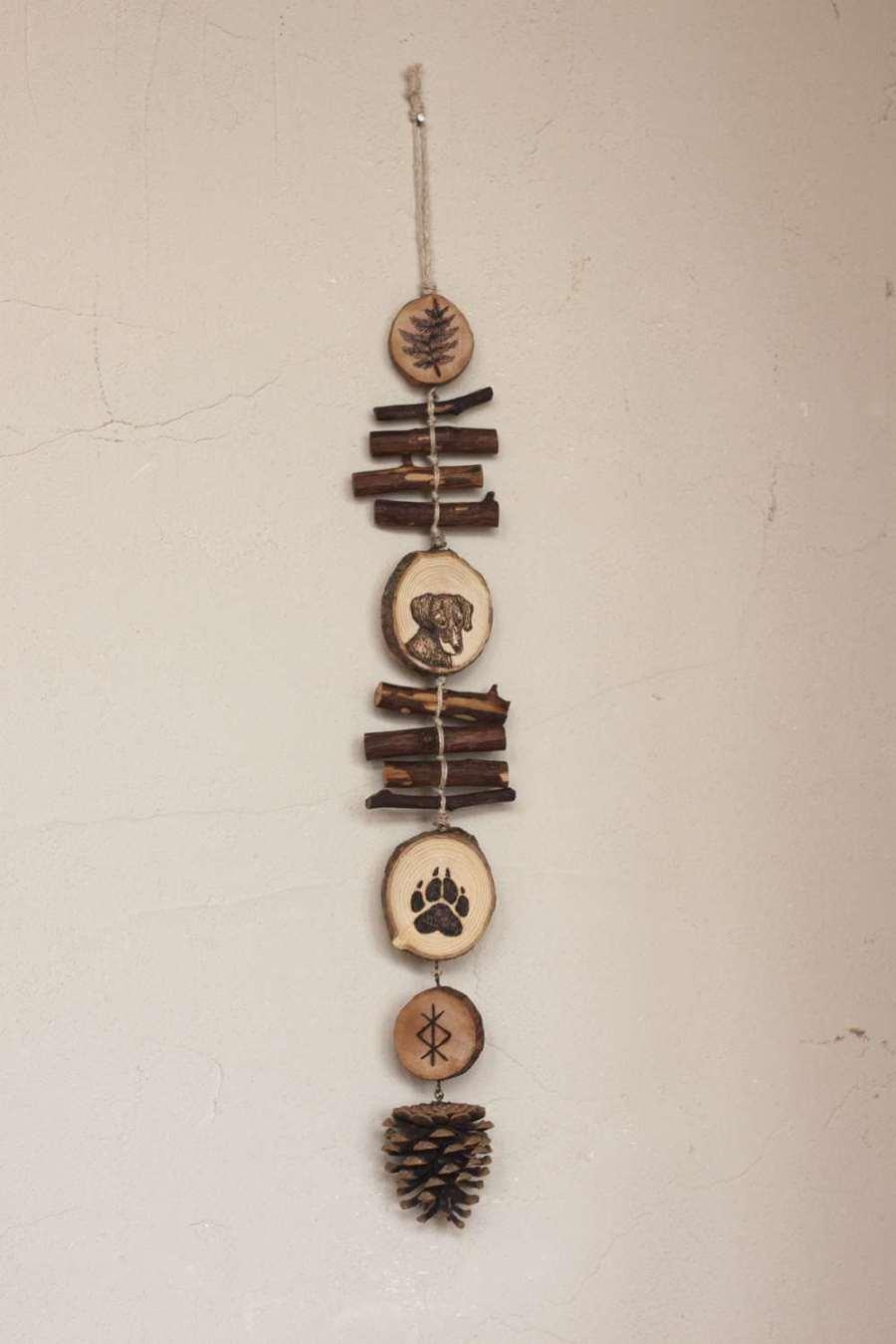 Guirlande verticale chien portrait en bois et chanvre bio, décoration personnalisable, animaux, artisanat français écoresponsable, atelier de La lettre aux ours, Missive to Bears