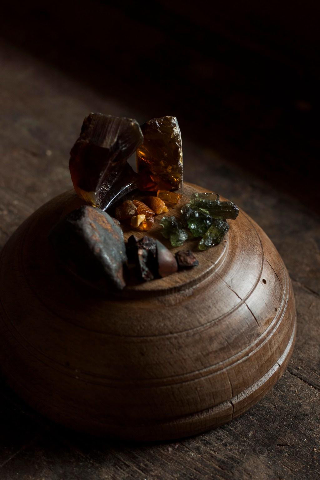 ambre-moldavite-météorite-upcycling-artisanat-francais-ecologique-missive-to-bears-lettre-aux-ours