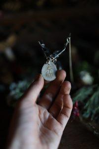 Collier, necklace, pendentif, bois de renne, os, précieux, argent,artisanat français, écologique, arbre de vie, tree of life, normandie, atelier de la lettre aux ours, missive to bears